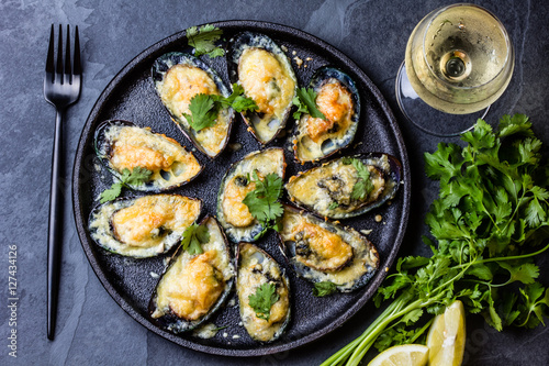 Fotobehang Schaaldieren Seafood. Baked mussels with cheese and lemon in shells
