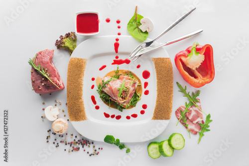 Poster Plat cuisine dish of veal with red pepper, meat rolls, fresh mushrooms