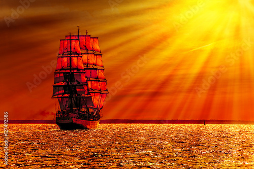 Photo Stands Ship Sailing ship on the sea at sunset skyline.