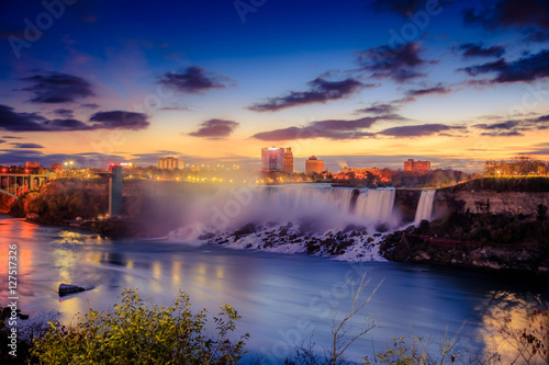 Obraz na plátně Niagara Falls in Ontario Canada during sunrise