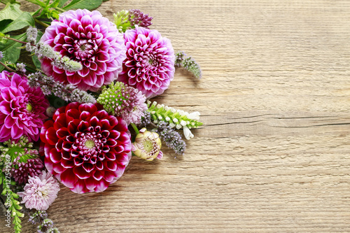 Foto op Plexiglas Dahlia Dahlia flowers on wood
