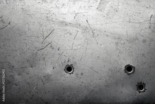 Fotografía  Worn metal background with bullet holes