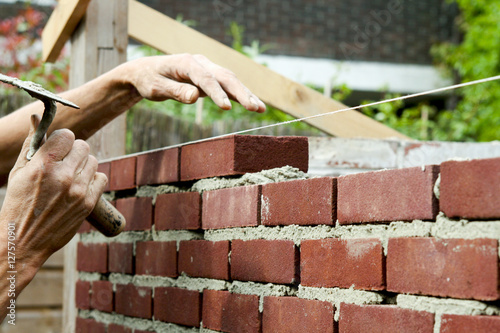 Fotografía  Bricklayer with trowel