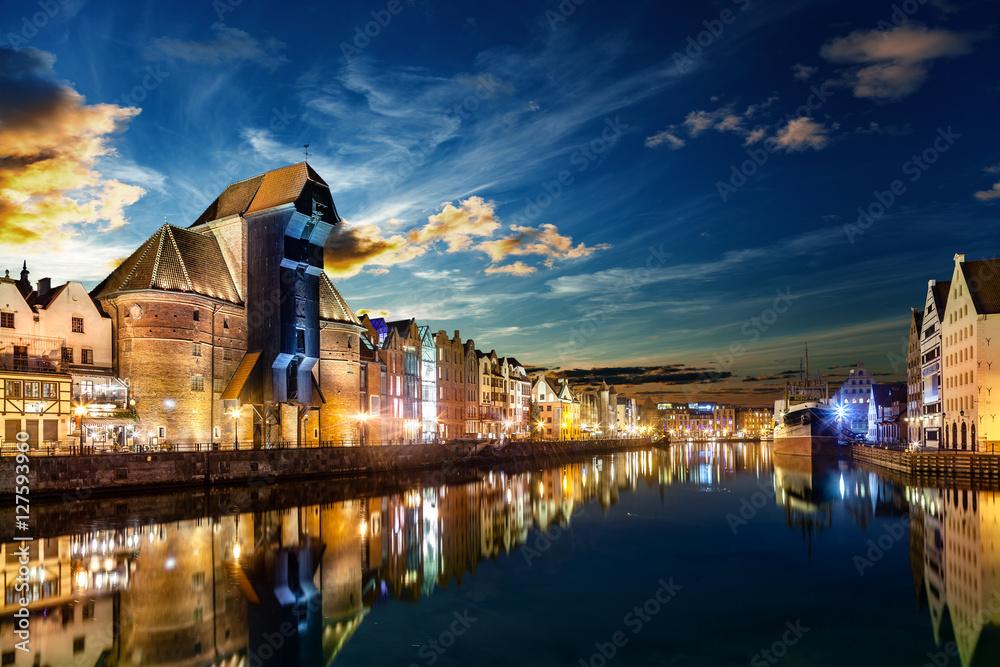 Fototapety, obrazy: Riverside z charakterystycznym Żurawiem Gdańskim