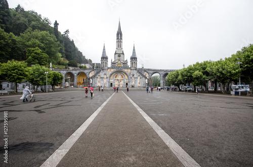 Photo  LOURDES, FRANCE - JUNE 10, 2016: Notre Dame du Rosaire de Lourdes (Basilica of o
