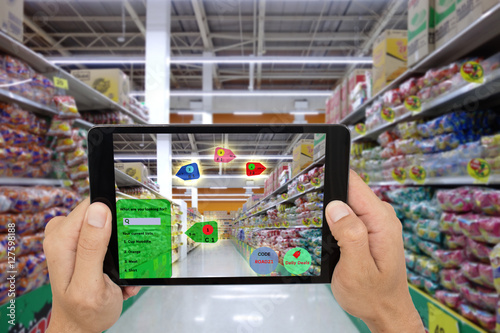 Fotografía  internet of things marketing concepts,smart augmented reality,customer hold the