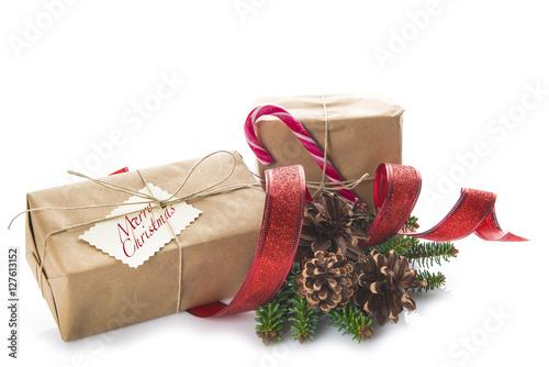 Cajas con regalos para la celebración de la Navidad aislado sobre fondo blanco Fototapet