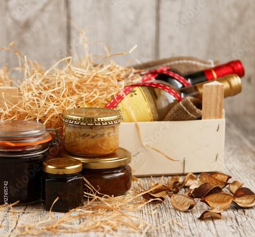 Fotografie, Obraz  Coffret dégustation avec vins et produits gastronomiques