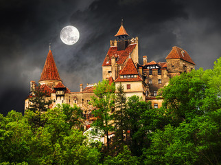 FototapetaHistoric architecture of the famous Dracula castle in Bran town, with the full moon on the sky in Romania