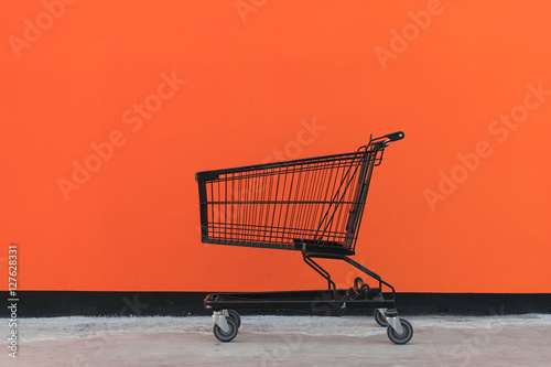 Fotografía  Minimalism style, Shopping cart and orange wall.