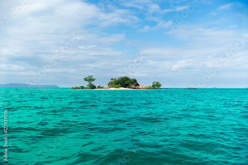 Staande foto Eiland Little Island in the ocean