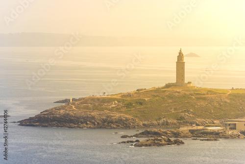 Vista de la torre de Hercules desde ell Parque de San Pedro (La Coruña, España).