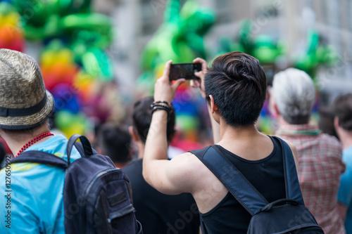 Fotografia  Man in the crowd celebrating Pride Parade