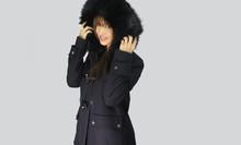 Belle Femme Portant Un Manteau...