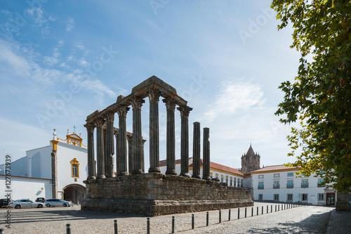 Deurstickers Rudnes 旅、ヨーロッパ、Portugal,Evora/ 世界遺産の街、Evoraは二重の城壁で囲まれた城塞都市。その中心部に残るローマ神殿