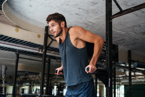 Model doing exercises in the gym Fotobehang