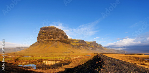 Photo  Amazing mountains in Iceland. Wide angle mountain view.