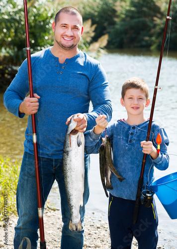 Fotobehang Vissen Man and little boy fishing