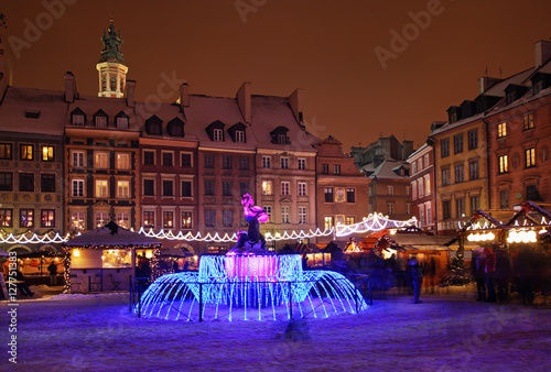 fototapeta na szkło Holiday decorations of Warsaw. Old market square. Poland