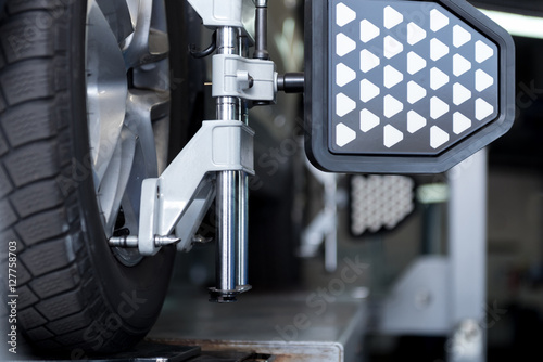 Photo Auto wheel fixed in alignment machine clap