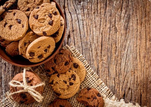 Foto op Plexiglas Koekjes Top view and overhead shot of chocolate chip cookies in cup