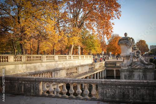 Staande foto Fontaine Jardins de la fontaine à Nîmes