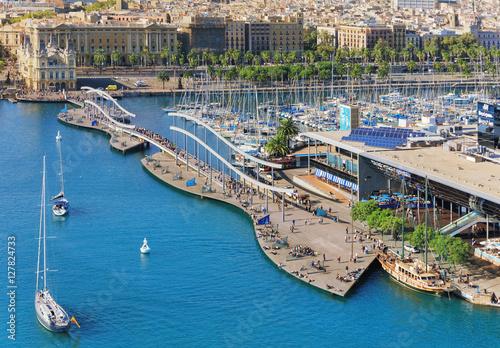 Plakat Port wycieczkowy Barceloneta i publiczna promenada z kolejki linowej