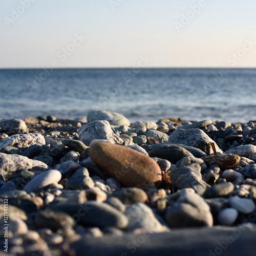 Fotografia  sassi in riva la mare