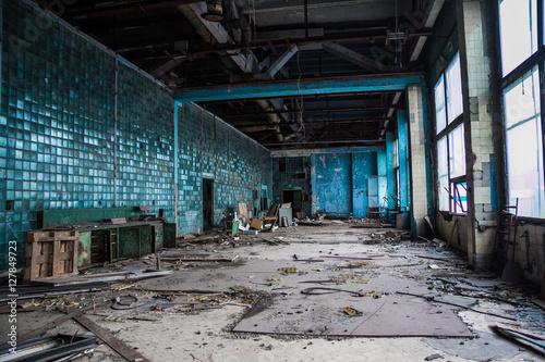 Papiers peints Les vieux bâtiments abandonnés Abandoned ruins of Voronezh factory of radio components