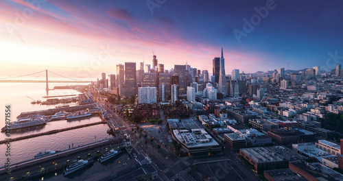 Photo  San Francisco panorama at sunrise with waterfront and downtown