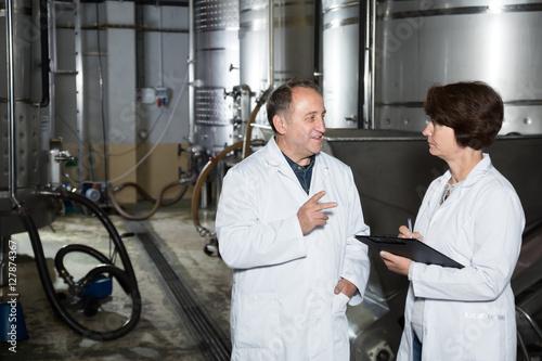 Deurstickers Toscane Positive wine maker shows to expert equipment