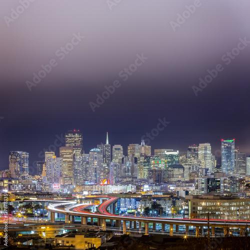Fényképezés  Traffic Trails Into San Francisco Skyline