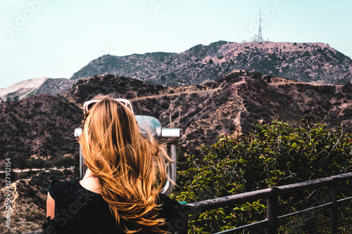 Fotografiet  Girl near Hollywood Hills in Los Angeles, California