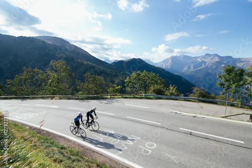 Foto op Plexiglas Fietsen Ciclista en los Alpes