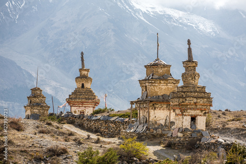 Staande foto Nepal Traditional old Buddhist stupas on Annapurna Circuit Trek in Him