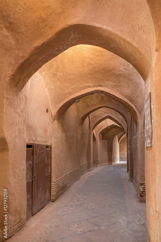 Spoed Foto op Canvas Oude gebouw Old passage with traditional clay arches in the city of Yazd, Ir