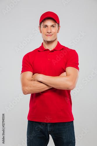 Fotografía  Handsome deliveryman
