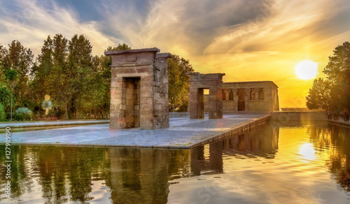 Fotografija  Sunset over the The Temple of Debod in Madrid, Spain