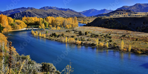 Photo  Clutha River and the Southern Alps in Autumn, Wanaka, New Zealand