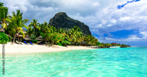 Foto op Plexiglas Eiland beautiful Mauritius island. Le Morne beach
