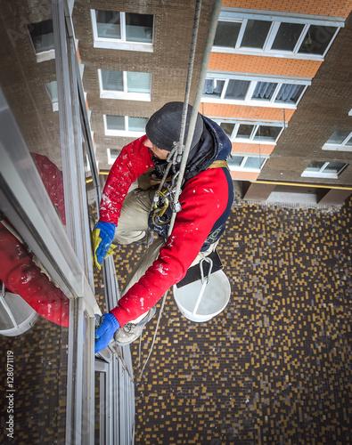 Fotografie, Obraz  window cleaner hanging on rope