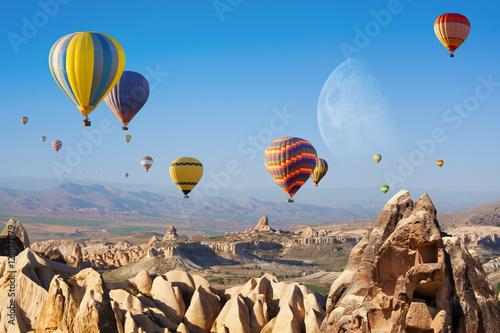 Poster Montgolfière / Dirigeable Hot air ballooning in Cappadocia, Turkey.