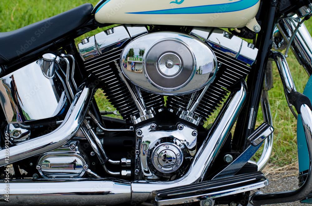 Fotografia  Glowing chrome motorcycle engine block