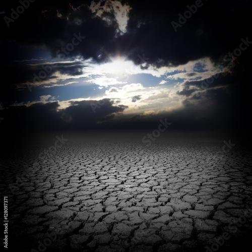 Poster Prune Drought cracks and dark sky clouds