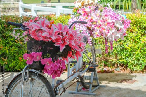 Foto op Plexiglas Bouquet of flowers in a bicycle basket