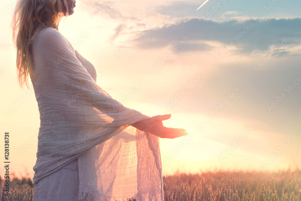Fototapety, obrazy: dreamy woman holding the sun in her hands