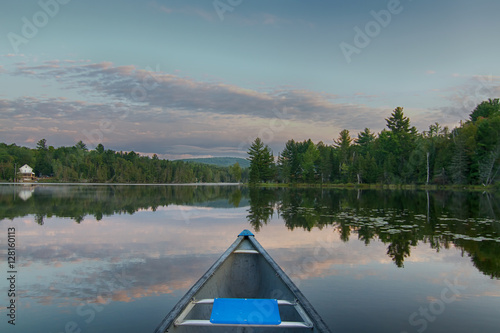 Photo Stands Lake Canoeing on a calm lake in the morning in Quebec, Canada