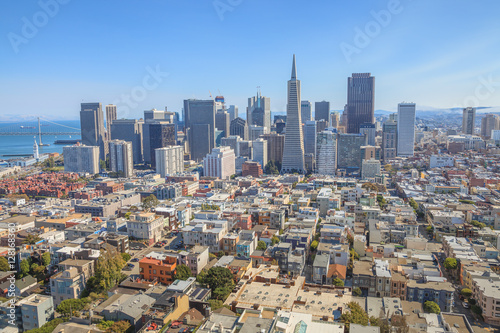 Keuken foto achterwand San Francisco Aerial view of San Francisco Financial District and Transamerica Pyramid from the top of Coit Tower on sunny day, California, United States.