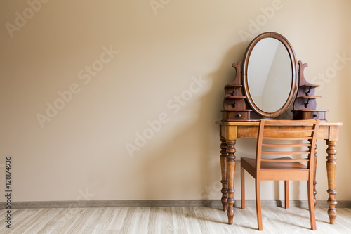 Fotografia Beautifully renovated stylish vanity in colonial style