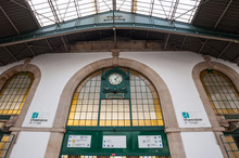 Railway Station ,Porto,Portugal / Porto Railway Station And Clock.駅構内の時計と駅名
